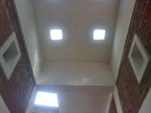 Keberadaan glassblock pada langit - langit rumah menjadi solusi memperbanyak masuknya cahaya alami ke dalam rumah