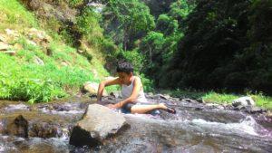 Mas Asa bermain di hulu sungai patirana