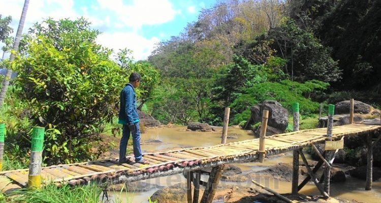 Jembatan di atas Air Terjun Sulaiman dengan kondisi yang sudah diperbaiki.