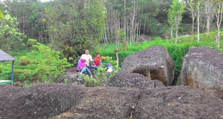 Foto bersama Asa dan Raniah di Taman Rengganis