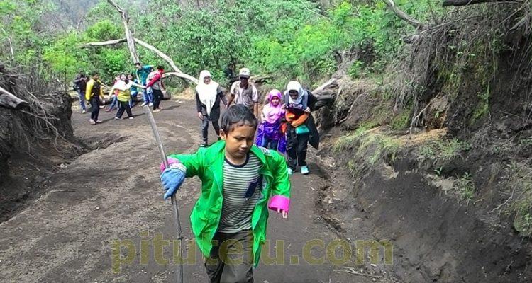 Mendaki gunung Ijen Bondowoso