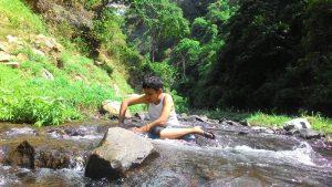 bermain di air terjun patirana