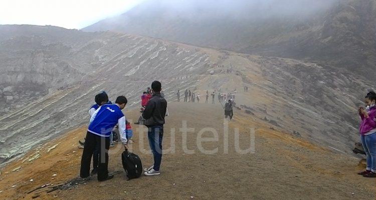 Suasana di puncak gunung Ijen